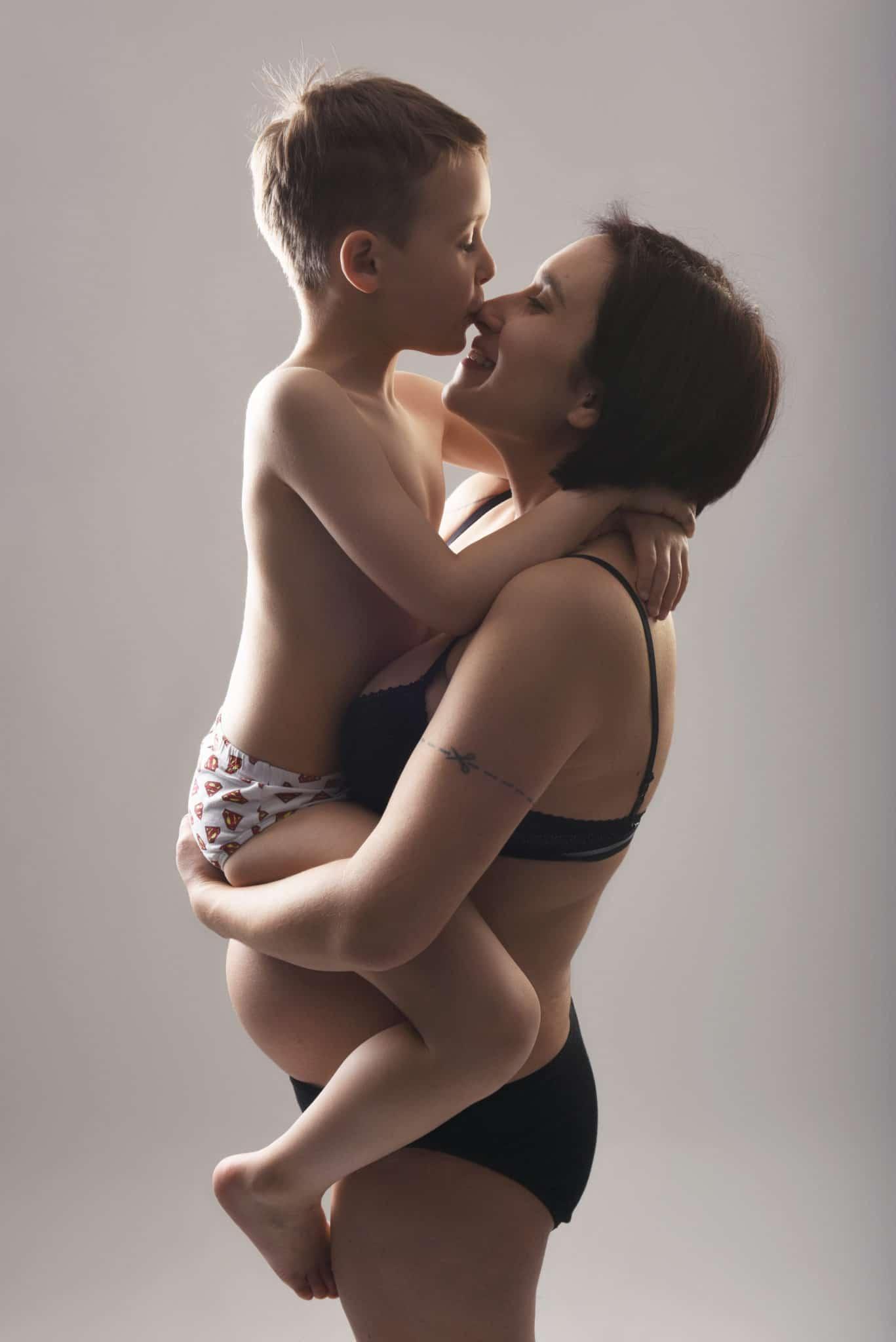 photo-shooting-grossesse-maternite-lausanne-studio-artistique-femme-enceinte-photographe