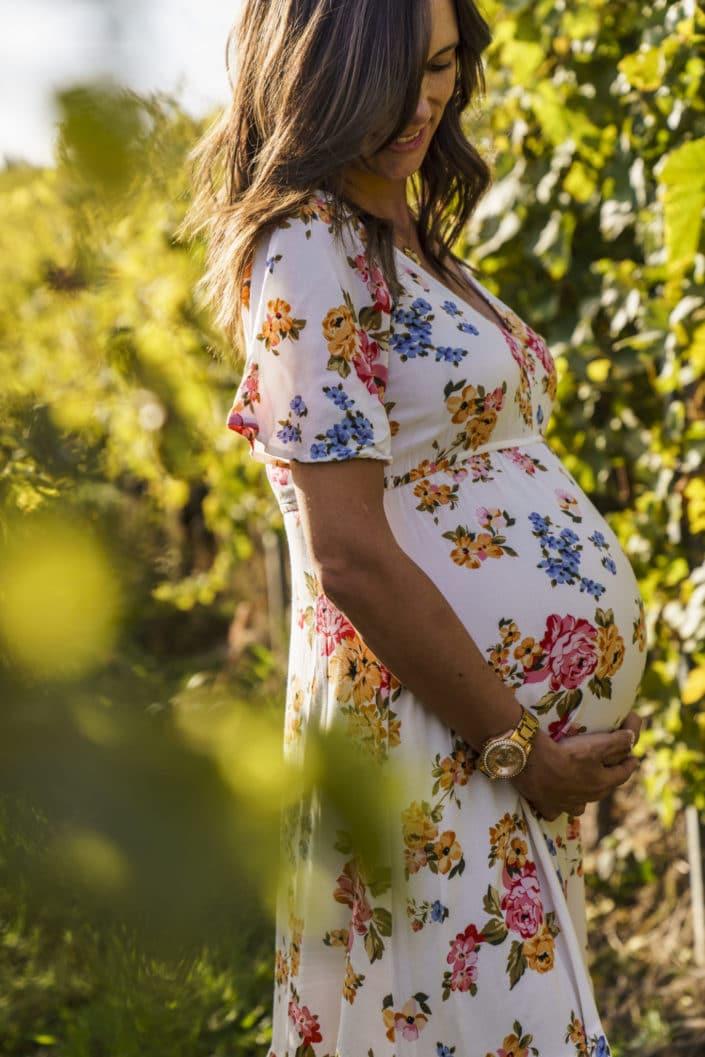 LausannePhoto-shooting-maternité-grossesse-parents-bebe-exterieur-nature-vignes-lavaux-suisse-photo-03