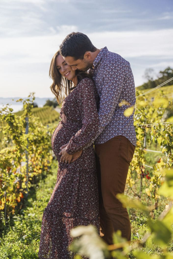 LausannePhoto-shooting-maternité-grossesse-parents-bebe-exterieur-nature-vignes-lavaux-suisse-photo