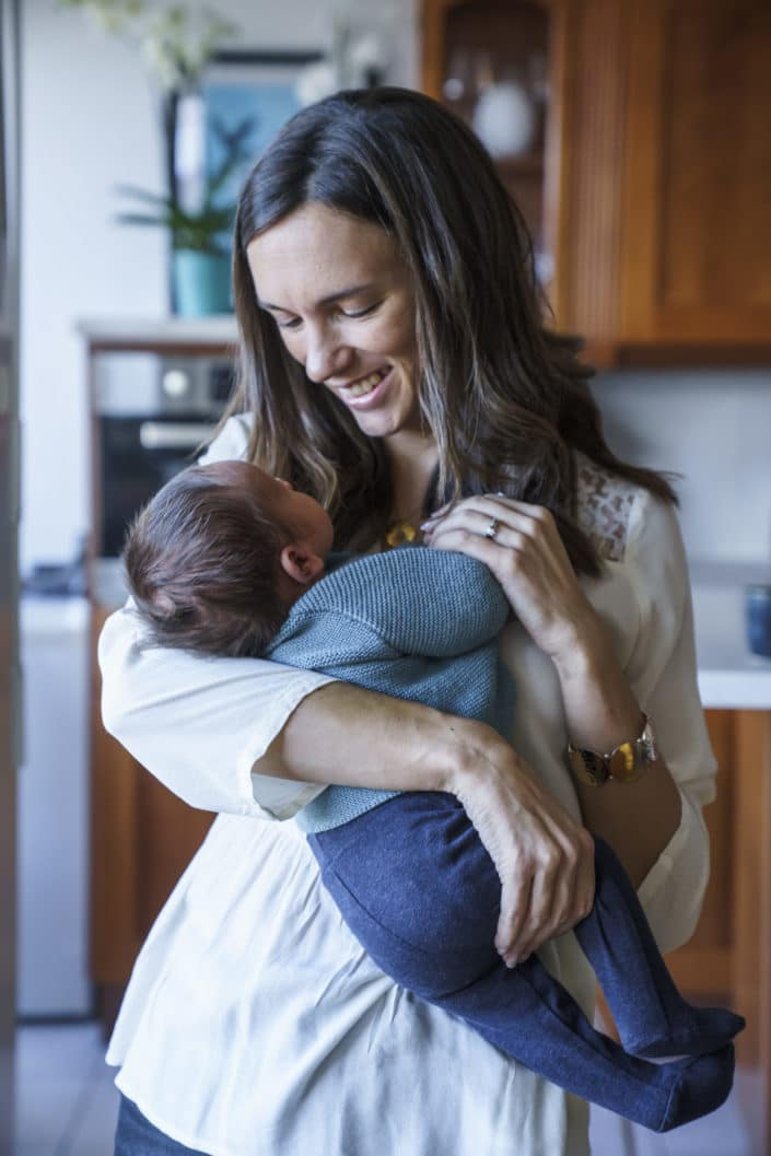 LausannePhoto-shooting-maternité-grossesse-parents-bebe-nouveau-ne-exterieur-domicile-maison-suisse-photo-Vaud-01