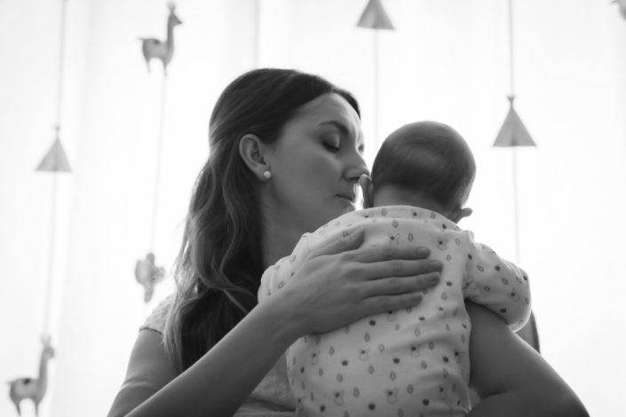 LausannePhoto-shooting-maternité-grossesse-parents-bebe-nouveau-ne-exterieur-domicile-maison-suisse-photo-Vaud-016