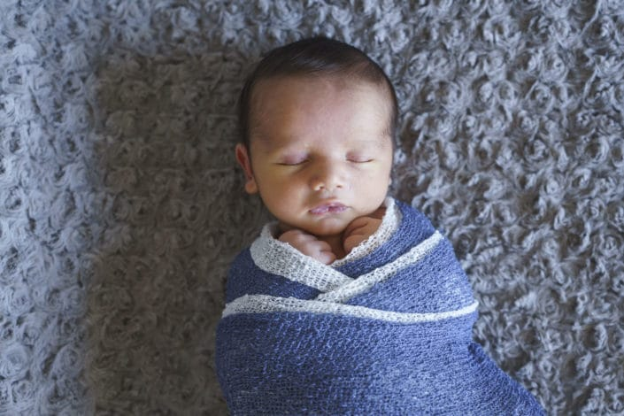 LausannePhoto-shooting-maternité-grossesse-parents-bebe-nouveau-ne-exterieur-domicile-maison-suisse-photo-Vaud-06