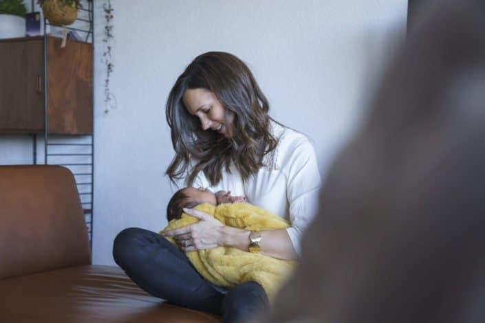 LausannePhoto-shooting-maternité-grossesse-parents-bebe-nouveau-ne-exterieur-domicile-maison-suisse-photo-Vaud-08